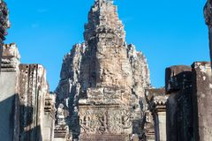 Siem Reap Cambodja - December 08 2016: Bayon tempel i Angkor Thom Royaltyfria Bilder