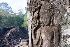Siem Reap Cambodja - December 08 2016: Lättnad på den Bayon templet i Ang Royaltyfri Bild