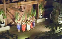 SIEM REAP, CAMBOGIA - 30 GENNAIO 2015: Scena dall'esecuzione classica khmer - ballo antico tradizionale di ballo di Apsara in Cam Fotografia Stock