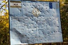 SIEM REAP, CAMBOJA - 2 DE FEVEREIRO DE 2015: o centro da ação de mina do CMAC-Cambodian do sinal da informação - sobre o esclarec Imagens de Stock