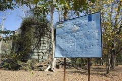 SIEM REAP, CAMBOJA - 2 DE FEVEREIRO DE 2015: o centro da ação de mina do CMAC-Cambodian do sinal da informação - sobre o esclarec Fotos de Stock Royalty Free