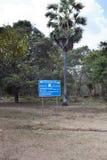 SIEM REAP, CAMBOJA - 2 DE FEVEREIRO DE 2015: o centro da ação de mina do CMAC-Cambodian do sinal da informação - sobre o esclarec Foto de Stock