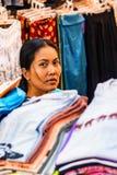 SIEM REAP, CAMBOJA 22 DE MARÇO DE 2013: Mulher cambojana não identificada Fotos de Stock Royalty Free