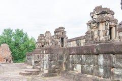Siem Reap, Camboya - 1 de diciembre de 2016: Bakong en los templos de Roluos Una guitarra eléctrica del stratocaster del F Fotos de archivo