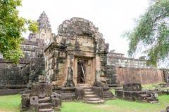 Siem Reap, Camboya - 1 de diciembre de 2016: Bakong en los templos de Roluos Una guitarra eléctrica del stratocaster del F Imagenes de archivo
