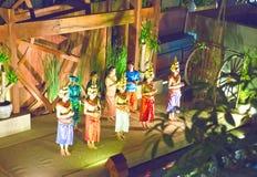 SIEM REAP, CAMBOYA - 30 DE ENERO DE 2015: Escena de la ejecución clásica del Khmer - danza antigua tradicional de la danza de Aps imagen de archivo libre de regalías