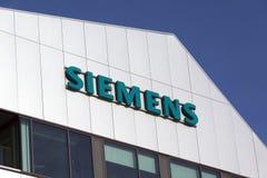 Siemens bokstäver på en byggnad i Amsterdam Fotografering för Bildbyråer