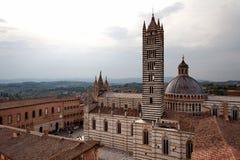 Siena Cathedral Duomo di Siena no por do sol - Siena, Toscânia, Itália Imagem de Stock Royalty Free