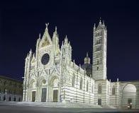 Siena het oriëntatiepunt van Duomo van de Kathedraal, nachtfoto. Italië royalty-vrije stock afbeeldingen