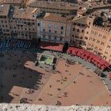 Siena, Italia - 11 de octubre de 2017 - turistas en la plaza del Camp Foto de archivo