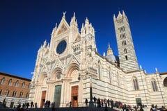 Siena Januari 2017: Medeltida kyrka Arkivbild