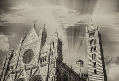 Siena Miasto Katedralna fasada przy zmierzchem Fotografia Stock