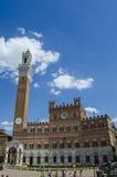 Siena och den traditionella hästkapplöpningen i den berömda Palioen arkivbild