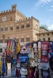 Siena Piazza del Campo, stalles de souvenir's Image de couleur Photos libres de droits