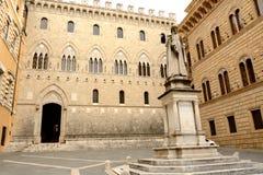 Siena Piazza Salimbeni Arkivbild