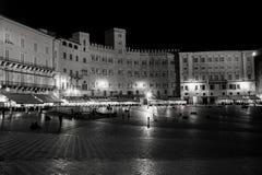 Siena, praça del campo na noite Fotos de Stock