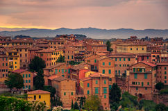 Siena-Skyline an der Dämmerung Toskana, Italien Lizenzfreie Stockfotografie