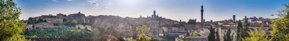 Siena Skyline según lo visto de San Francisco, Toscana, Italia Fotografía de archivo libre de regalías