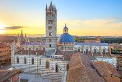 Siena solnedgångsikt. Domkyrkalandmark. Tuscany, Royaltyfri Fotografi