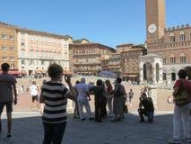 Siena, Toscanië, Italië met toeristen Royalty-vrije Stock Afbeeldingen