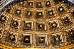 SIENNA, TUSCANY/ITALY - 18 DE MAIO: Opinião interior Sienna Cathed Fotografia de Stock Royalty Free