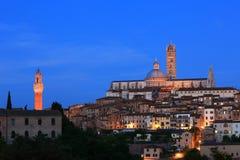 Sienne - Duomo (cathédrale) et Torre del Mangia Photographie stock