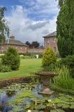 Sier vijver in landlandgoed Royalty-vrije Stock Foto's