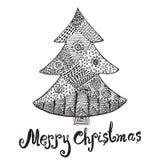 Sierhand getrokken schets van Kerstboom in zentanglestijl vector geïsoleerde illustratie met ornament en het van letters voorzien Stock Afbeeldingen
