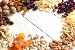 Sierlijke noten en droge vruchten royalty-vrije stock afbeeldingen