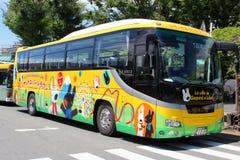 Sierpień 2018 żartuje postacie, Kolorowy malujący autobus, Mishima, Japonia Obraz Royalty Free