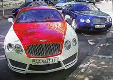 Sierpień 20, 2018 Kijów, Ukraina Bentley GT Mansory Kontynentalna Bicolor czerwień Kontynentalny GT Speed, biel i Bentley zdjęcia stock