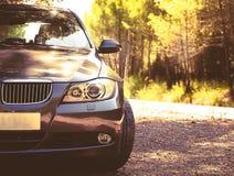 Sierpień 2017: BMW 3 serii E90 330i Iskrzastego grafitu Zdjęcie Stock
