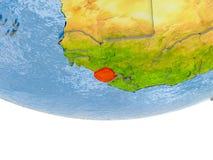 Sierra Leone en rouge sur le modèle de la terre Image libre de droits