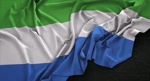 Sierra Leone Flag Wrinkled On Dark-Hintergrund 3D übertragen Lizenzfreie Stockfotos