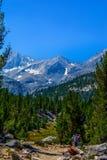 Sierra Nevada Halnego śladu wycieczkowicze obraz stock