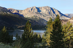 Sierra Nevada Mountains Lake Stockbilder