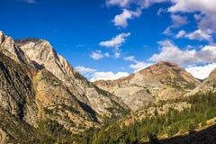 Sierra Nevada Peaks Entering National Park fotografía de archivo