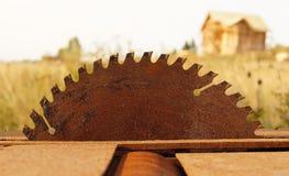 Sierra oxidada de la circular imagenes de archivo