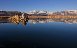 Sierra tobas volcánicas en el mono lago Imagen de archivo libre de regalías