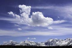 Sierras del este monta?as y aguas termales de Whitmore de los desiertos fotografía de archivo libre de regalías