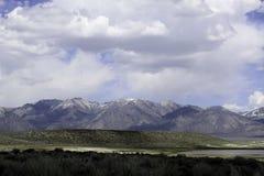 Sierras del este monta?as y aguas termales de Whitmore de los desiertos foto de archivo