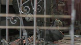 Sierras del herrero de las barras de hierro y miradas en su calidad metrajes