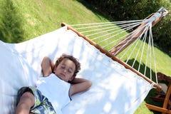 Siesta rápida en la hamaca Imagen de archivo