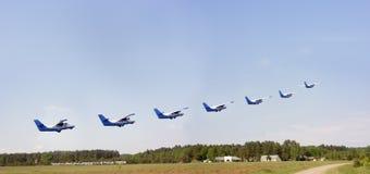 Siete aviones sobre el aeródromo Fotos de archivo libres de regalías