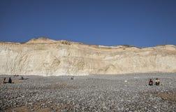 Siete hermanas y acantilados principales con playas, Inglaterra - día soleado imágenes de archivo libres de regalías