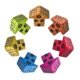 Siete pequeñas casas coloreadas alrededor de un centro Imagenes de archivo