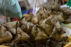 Siew bak Chang, glutinous ryż i wieprzowina zawijający w bananowym liściu p, Obrazy Royalty Free