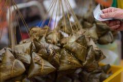 Siew bak Chang, glutinous ryż i wieprzowina zawijający w bananowym liściu p, Obrazy Stock
