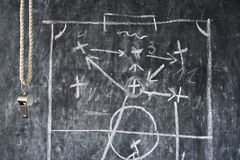 Sifflement d'un arbitre du football ou du football Photos stock
