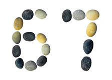 Siffror 6, 7 gjorde av kiselstenar Arkivfoton